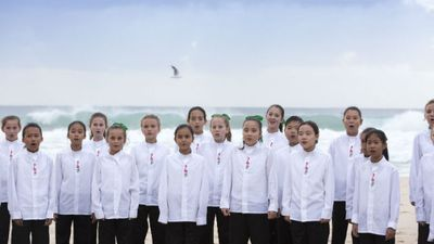 A choir performs at the Elephant Rock dawn service on the Gold Coast. (AAP)