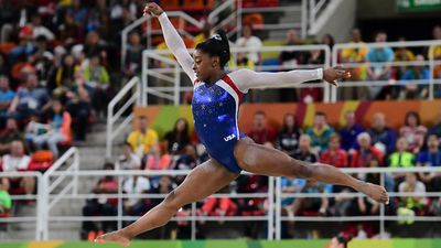<strong>SIMONE BILES' RECORD-EQUALLING GOLD</strong>