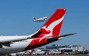 Qantas to offer seven-hour 'scenic flight' that takes off and lands in Sydney