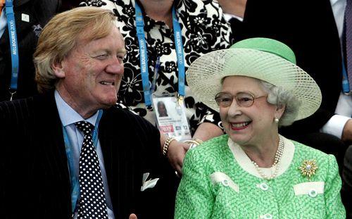 Mr Walker with Queen Elizabeth II in 2006. (AAP)