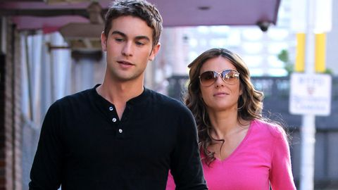 Watch: Liz Hurley gets it on with Chace Crawford in Gossip Girl!