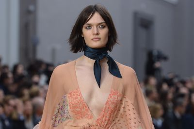 <p>As the weekend sets in, another whirlwind month of fashion has come to an end, leaving us bereft of our next sartorial hit. While waiting for the new collections to hit stores, why not try autumn/winter 2016's best trend takeaways using pieces from your existing wardrobe? Style buzz guaranteed.</p><p>Chloé's silk scarves</p>