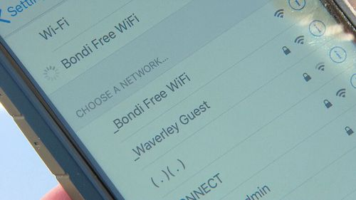 Scammers are setting up public wi-fi networks in order to steal user data.