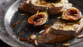 Blue cheese baguette with grilled figs and almonds