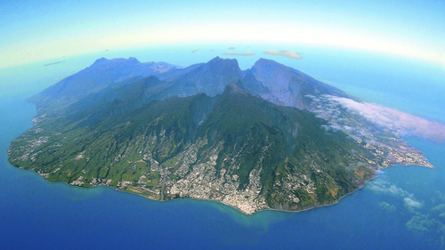 Réunion Island is located in the Indian Ocean.