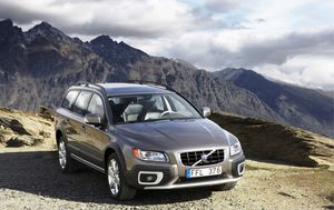 Volvo recalls almost 25,000 vehicles over faulty front seat belts
