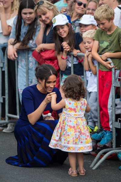 Meghan meets a little girl in Rotorua, October 2018.