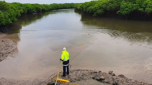 Tow truck drivers in Queensland's north have had to deploy tow truck divers to help pull out a fully submerged car from a creek near Mackay.