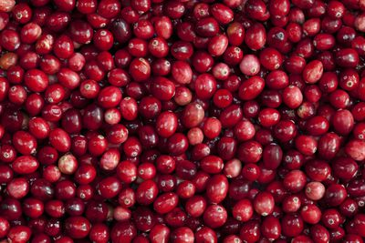 Cranberries: 4g sugar per 100g — but don't eat them dried