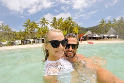 @mrtimrobards: Sun, water and my third favourite.... #TimandAnnaEscape @oohaymanisland