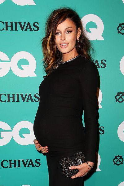 Aussie supermodel Nicole Trunfio showing off her mummy curves.
