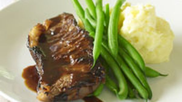 Classic steak with mash and green beans