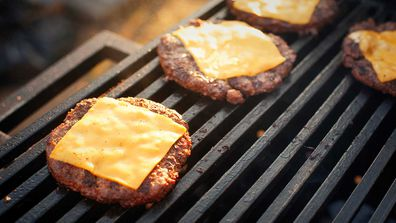 Grilling burger patties with cheese