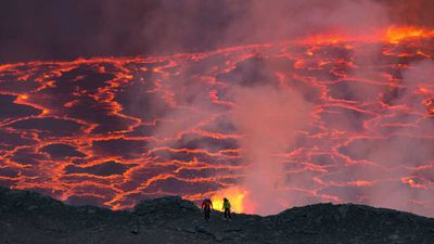 Daredevils risk lives to venture inside active volcano