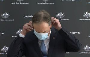 Coronavirus: Health Minister Greg Hunt struggles with face mask while addressing Victorian outbreak