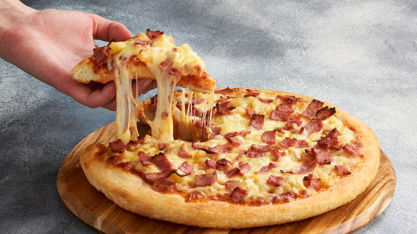 Pizza Hut giving away 1/4 of a million free pizzas