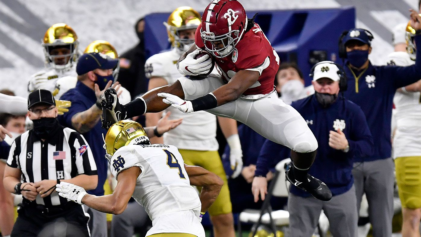 'Full Superman': Alabama star Najee Harris stuns fans with mid-game hurdle in Rose Bowl
