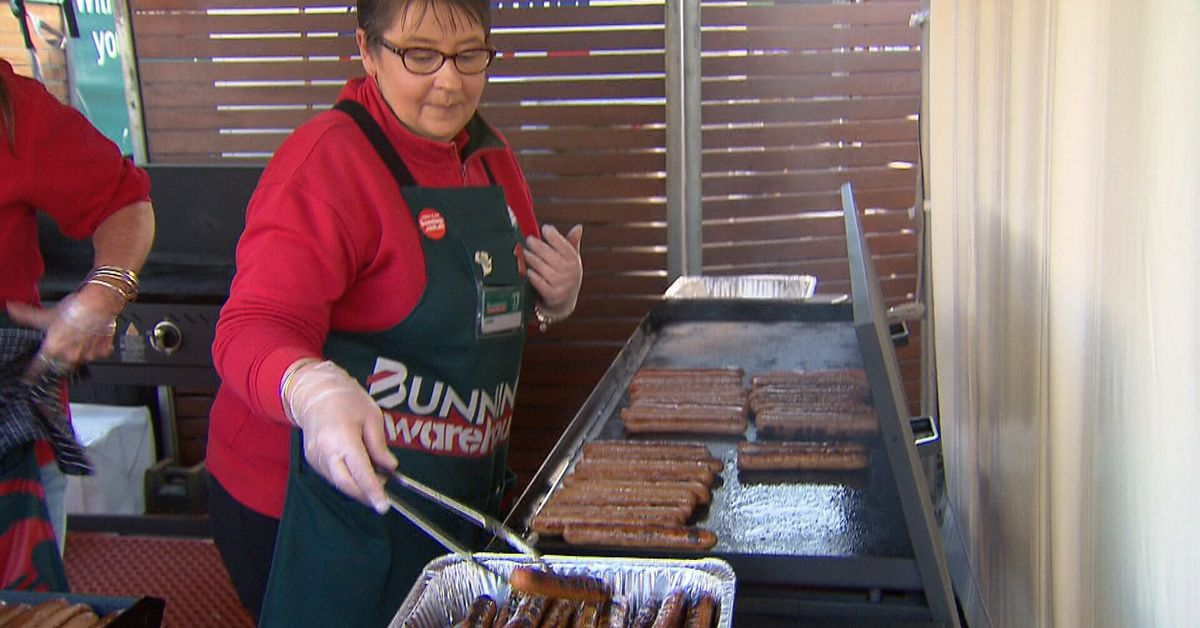 Bunnings sausage sizzles on their way back – 9News