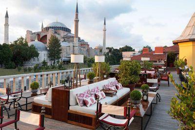 "<strong><a href=""http://www.fourseasons.com/istanbul/"">Turkey: Four Seasons</a></strong>"
