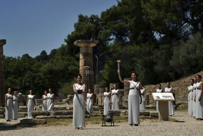 In the past, a high priestess of the Temple of Hera would light the flame using a skaphia, the ancestor of parabolic mirrors.