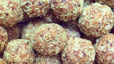 "<a href=""http://kitchen.nine.com.au/2016/07/26/09/13/tropical-turmeric-protein-balls"" target=""_top"">Tropical turmeric protein balls</a> recipe"