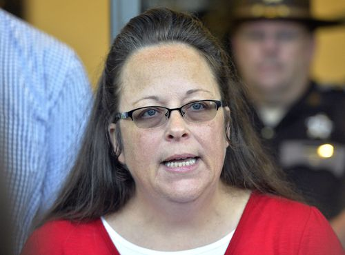 Rowan County Clerk Kim Davis makes a statement to the media at the front door of the Rowan County Judicial Center in 2015. (AAP)