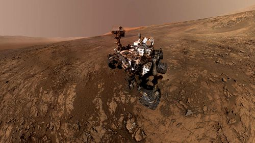 NASA's Curiosity rove traverses Mars. (Image: NASA).