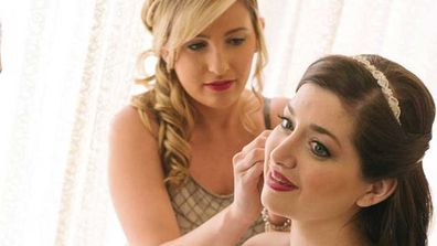 Jen Glantz helping a bride put on earrings before the wedding. (Facebook)
