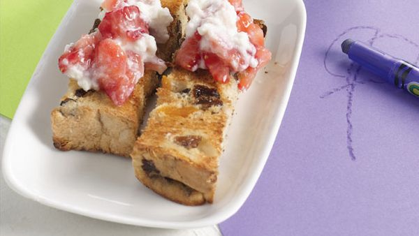 Fruit loaf with berry smash