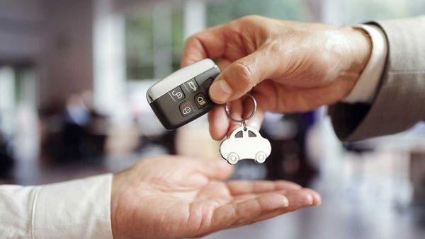 Car rental handover of keys