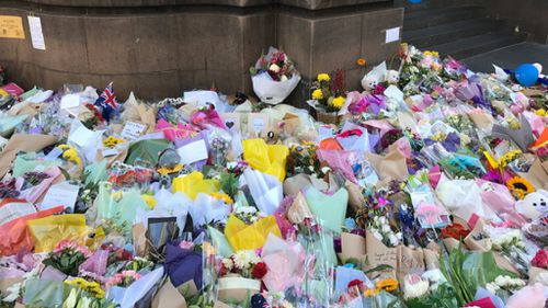 Flowers left in tribute to the victims. (9news.com.au / Sean Davidson)
