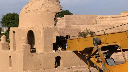 Operators clumsily crash crane into 1,000-year-old Egyptian tomb