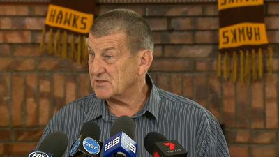 Hawthorn president Jeff Kennett involved in embarrassing nude man 'clock-up' on Twitter