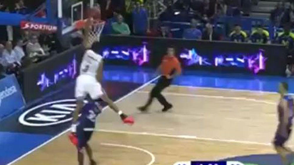 Ex-NBA play defies gravity with superb dunk