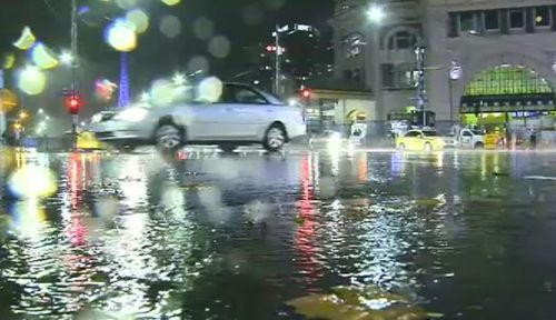 Heavy rainfall continued to lash Victoria overnight. (9NEWS)