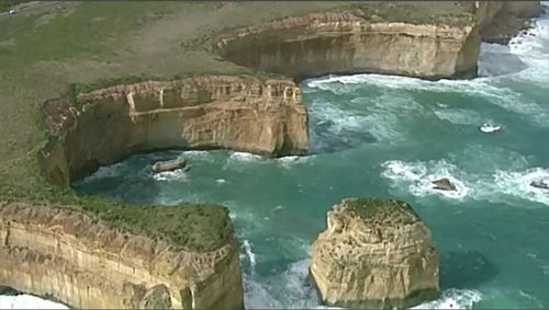 190422 Victoria drownings Port Campbell surf lifesavers rescue operation father son