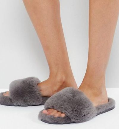 "<a href=""http://www.asos.com/au/ozlana/ozlana-fruit-slider-slipper/prd/8112198?clr=grey&SearchQuery=&cid=4172&pgesize=21&pge=1&totalstyles=57&gridsize=3&gridrow=1&gridcolumn=2"" target=""_blank"">Ozlana Fruit Slider Slipper in Grey, $114</a>"