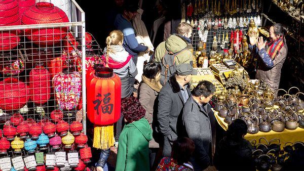 Antiques and crafts sold at Panjiayuan (Getty)