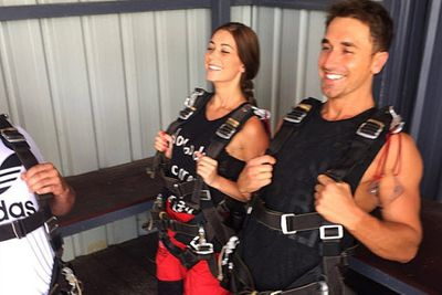 @lisa_m_hyde: Getting the run down before the real deal.... Last day of 2014 has to be the most extreme, I'm so scared! #skydiving #byronbay @redballoonexperiences @skydive_byron_bay