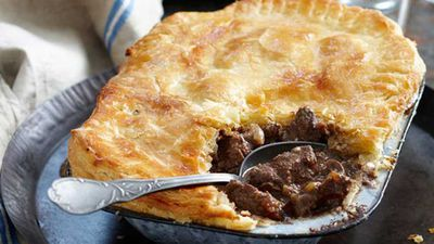 "<a href=""http://kitchen.nine.com.au/2016/05/16/10/51/steak-and-kidney-pie"" target=""_top"">Steak and kidney pie</a> - Harry Potter"