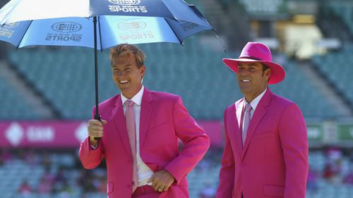 Wide World of Sports commentators Brett Lee and Shane Warne in their finest pink suits. (Getty)