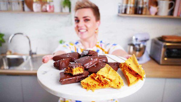 Jane de Graaff makes homemade honeycomb