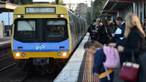 Man in custody after bomb scare in Melbourne's city loop