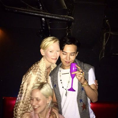 <p>Tilda Swinton after-partying with South Korean rapper G-Dragon.</p>
