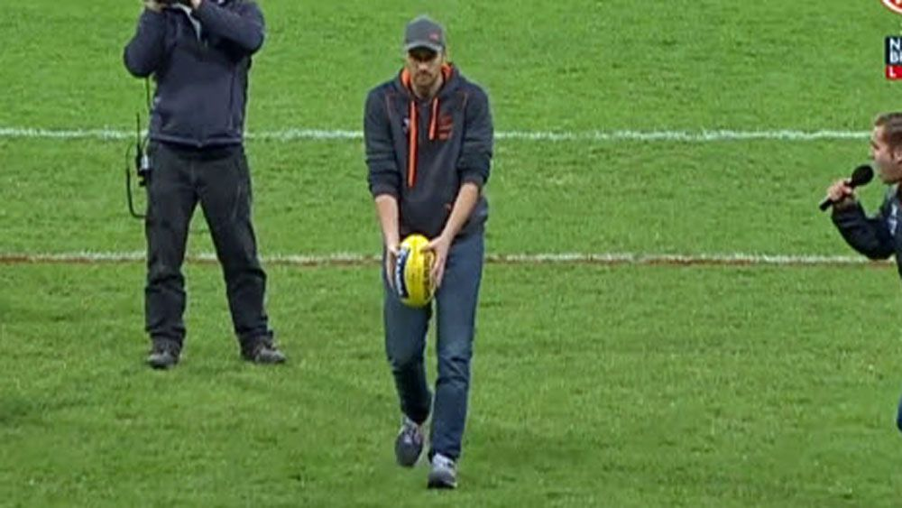 AFL: Giants fan wins small fortune with impossible kick