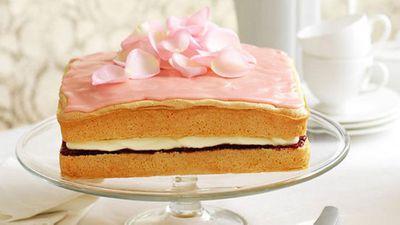<strong>Raspberry cream sponge</strong>