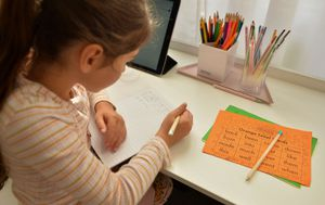 Coronavirus: Almost 700,000 Victorian students to return to remote schooling
