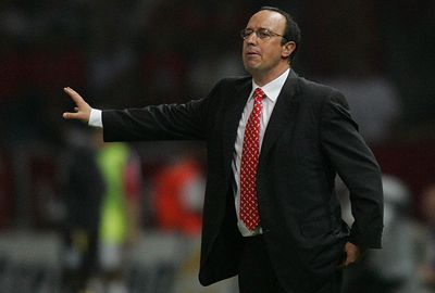 Despite a lucrative deal, Gerrard elected to stay at Liverpool under Rafa Benetiz.