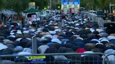 The mosque had reached full capacity by about 6am, with people spilling out on to the streets. <br> Early morning prayers were broadcast from the mosque via loudspeakers. (9NEWS)