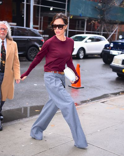 Victoria Beckham is the queen of working-mother  chic. We heart her oversized man pants, long-sleeved top with thumbhole detail and big sunnies as she heads off to the office.